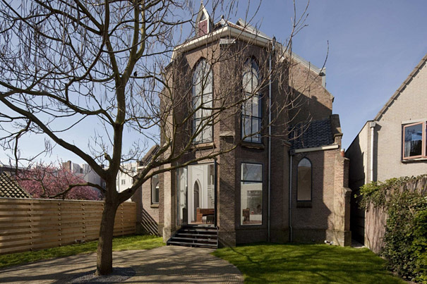 Church Converted Into Modern Family Home (1)
