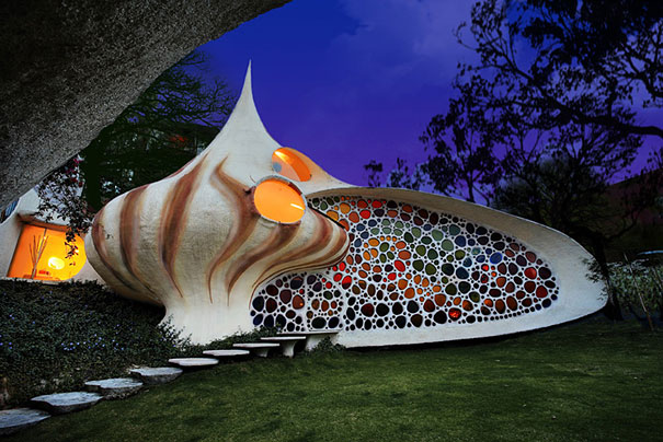 Giant Seashell House (1)