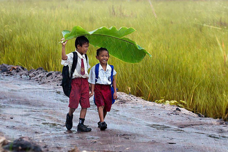 two-kids-under-a-banana-indonesia