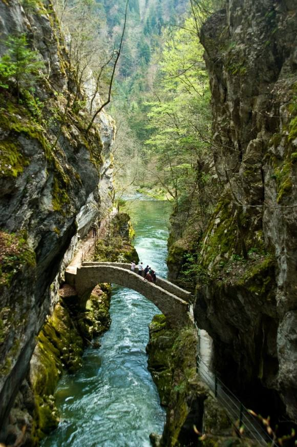 11-areuse-gorge