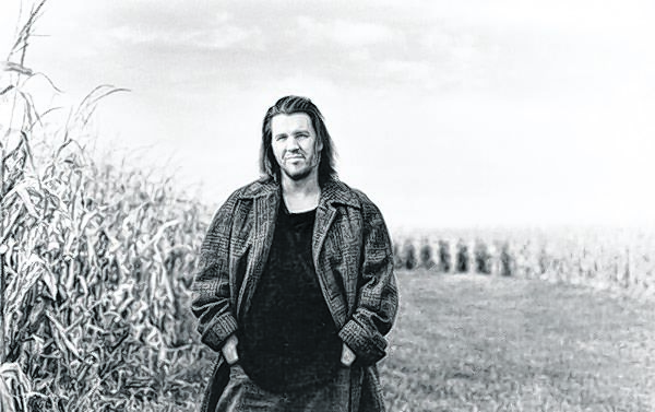 "Publicity photo of David Foster Wallace circa ""Infinite Jest"" Credit: Marion Ettlinger"